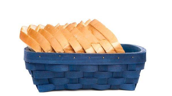 נשארה לי כמות של לחם במקפיא, עלי לשרוף אותה או מותר להשאירה בזכות מכירת החמץ? הרב אבינר עונה