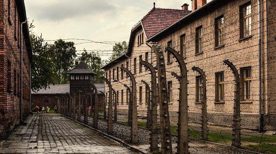איפה היה אלוקים? בשואה!