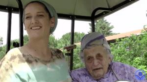 נהגת בצבא הבריטי וסבתא ל-80 נכדים לא ביולוגיים; ראיון מיוחד עם דבורה מגנס