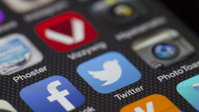 """התמודדות עם האינטרנט בזמן החופש: עצות זהב מאת ד""""ר מיכאל אבולעפיה"""