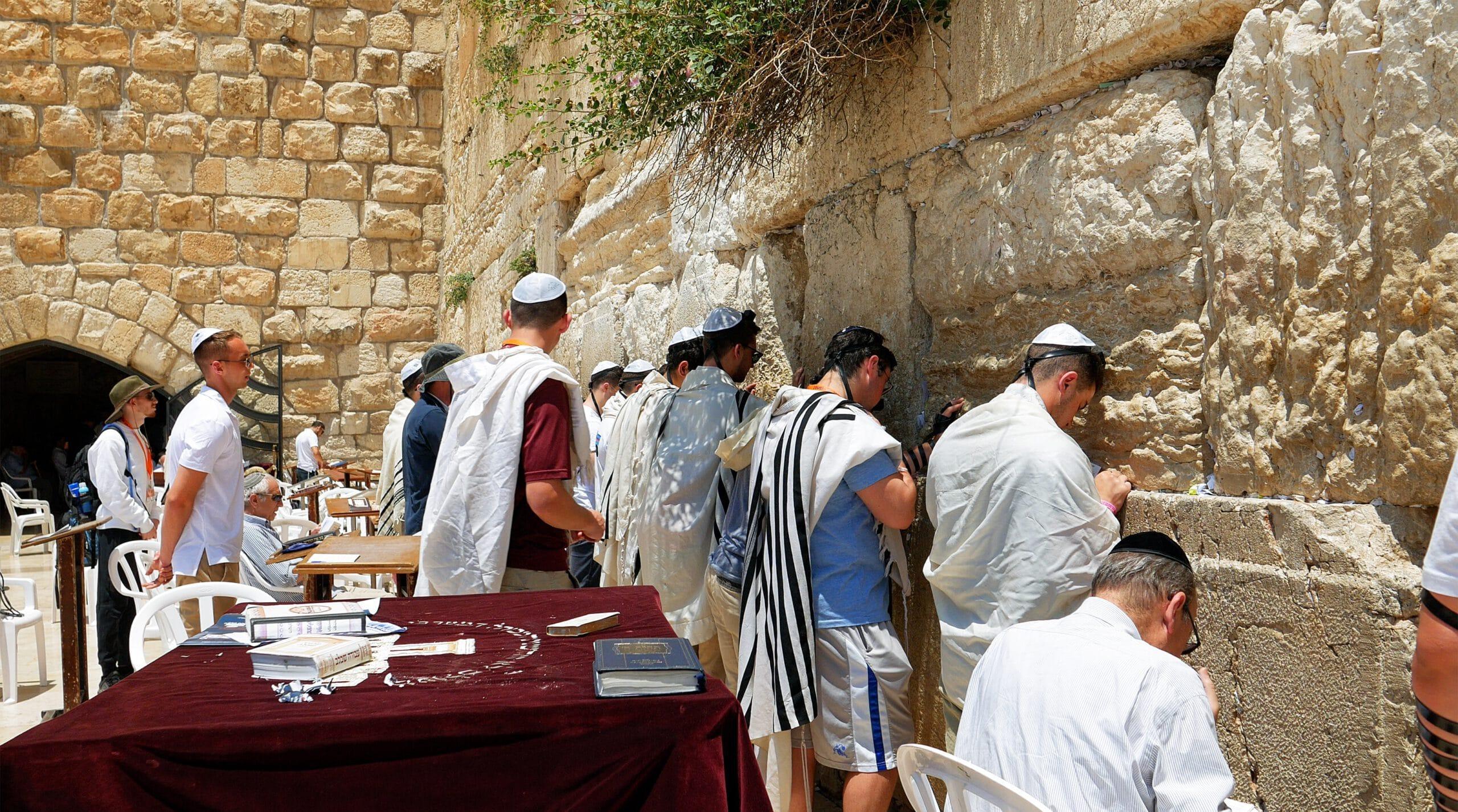 """""""דברי הצומות וזעקתם"""" – התפילה והתענית חוללו את ישועת פורים"""