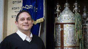 """""""ברוב בתי הכנסת הרווקים הם סוג של נספחים""""; מייסד בית הכנסת 'כורזין' פותח את הלב"""