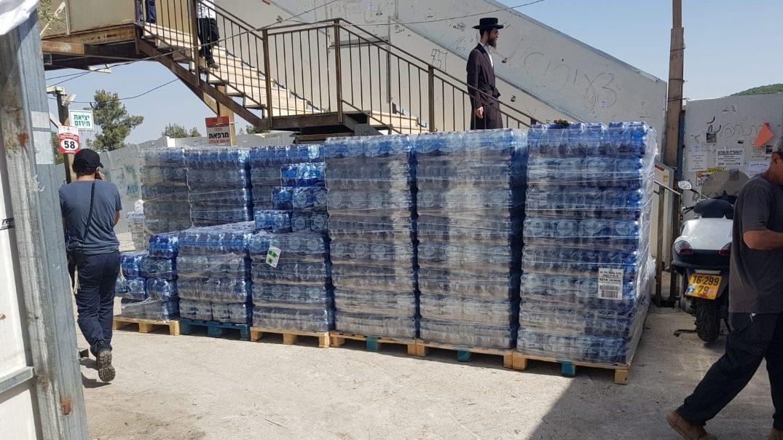 200  אלף בקבוקי מים, 240 אלף מנות ארוזות וכריכים: כך נערכים לארח את רבבות העולים למירון