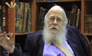 תורה, אלוקים, חסידים וליטאים – ראיון עם הרב שטיינזלץ במלאת שנה לפטירתו