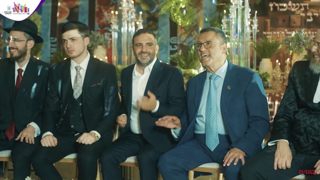 פייטנים, זמרים וראש העיר: מחרוזת מיוחדת מסוכתו של ראש עיריית ירושלים